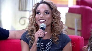 Aparecida Petrowky declara que seu casamento foi um momento de felicidade - Atriz é casada com o cantor Felipe Dylon
