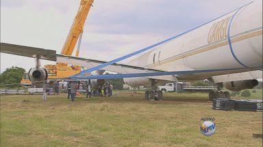 Viracopos recebe treinamento para situações emergenciais com aeronaves - O aeroporto de Viracopos recebe nesta quinta-feira (20) um treinamento para remoção de aeronaves de grande porte em poucas horas. O objetivo é preparar equipes para possíveis imprevistos, inclusive durante a Copa do Mundo no Brasil.