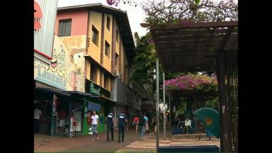 Reportagem continua resgate dos prédios históricos de Foz - Primeira escola de Foz ainda está conservada