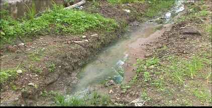Calendário JPB volta ao Jardim Veneza - Secretário de Meio Ambiente da Prefeitura de João Pessoa, Edilton Nóbrega, prometeu buscar uma solução para o problema da água que escorre pela rua.