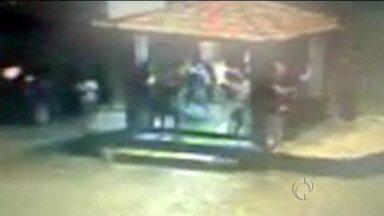 Polícia prende rapaz que atirou contra grupo em São José dos Pinhais - Vídeo foi mostrado no ParanáTV