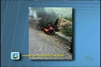 Moto pega fogo e condutor morre ao ter corpo carbonizado em SE - Moto pega fogo e condutor morre ao ter corpo carbonizado em SE.