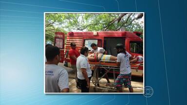 Buggy capota com cinco turistas em Fernando de Noronha - Grupo é do Recife e voltaria da Ilha amanhã. Todos foram socorridos ao hospital São Lucas, nenhum em estado grave.