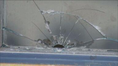 Base da Guarda Municipal de Bebedouro, SP, é alvo de tiro - Guardas disseram que atirador estava em garupa de moto.