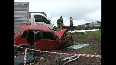 Acidente mata motorista perto de Barracão - Camionete fazia ultrapassagem