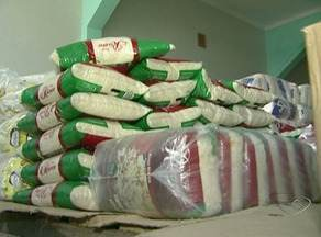 Mais de 2 toneladas de merenda estragada foram descartadas, segundo Prefeitura de Alegre - Produtos estavam no depósito do município.
