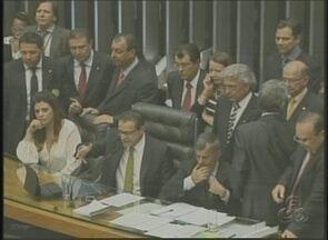 Câmara aprova, em 1º turno, prorrogação da Zona Franca de Manaus - Objetivo do regime de isenção fiscal a empresas é desenvolver região; proposta ainda será votada em segundo turno antes de ir ao Senado.