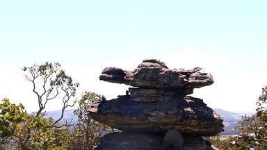 Globo Repórter visita a misteriosa cidade das pedras - Muitas se parecem com animais: um golfinho, um mamute, a cabeça de um dinossauro, um gavião. Confira o vídeo e tente ver estas formas.