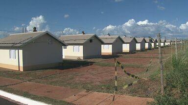 Sorteados de programa habitacional reclamam de irregularidades em Bebedouro, SP - Eles tiveram entrega de casa negada depois de passar pelo processo de documentação.