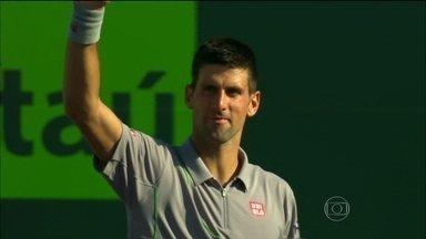 Roger Federer, Andy Murray e Novak Djokovic vencem em estreia no Masters 1000 de Miami - Tenistas derrotaram Karlovic, Ebden e Chardy, respectivamente.