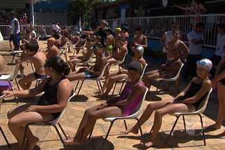 Festival de natação reune mais de 250 crianças e adolecentes no Alto Tietê - 'Nadando para vida' ocorreu em Mogi das Cruzes, no clube Náutico, no último fim de semana