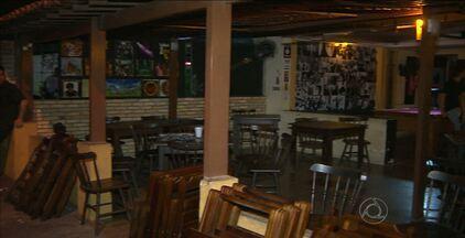 Bar é interditado e outro tem equipamentos apreendidos em João Pessoa - Operação policial busca irregularidades de documentação, tráfico de drogas e venda de bebidas alcoólicas para menores em Tambaú.