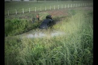 Veículo sai da pista e capota na BR-316 - Acidente aconteceu na manhã deste sábado (22), no km 88 da rodovia BR-316.