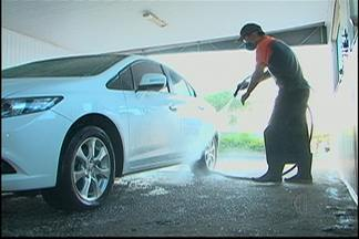 Confira dicas para economia de água na lavagem de carros - Atividade gasta, em média, 500 litros de água.