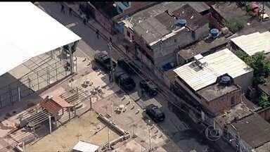 Após ataques, tropas especiais da PM preparam comunidades para forças federais - A PM fez operações neste sábado (22), em sete favelas do Rio de Janeiro e mantém três delas ocupadas. O esquema de reforço na segurança da cidade será definido na segunda-feira (24).