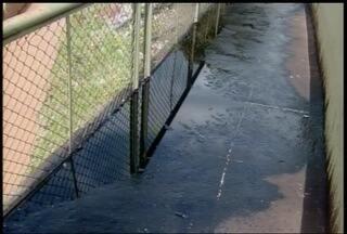 Vazamento de piche causa transtornos em Montes Claros - Produto estava sendo usado para a restauração de avenida.