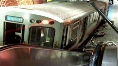 Trem descarrila e para em escada rolante de metrô em Chicago - O acidente foi de madrugada e pelo menos 32 pessoas ficaram feridas. O trem descarrilou e parou no metrô do Aeroporto Internacional de Chicago, um dos mais movimentados dos EUA. Segundo os bombeiros, o trem não conseguiu parar.