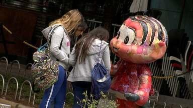Dentuça e gordinha, personagem Mônica inspira estátuas na Praça da Savassi, em BH - A 'Mônica Parade' reúne obras feitas de fibra de vidro com 1,85 m de altura, produzidas a partir da visão de 20 artistas plásticos, grafiteiros e publicitários.