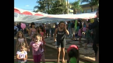 Moradores de Mariópolis ganham festa surpresa na praça da cidade - Durante a semana a população foi convidada para participar de evento mas não sabia o que seria