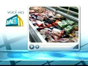 Telespectadora do MGTV flagra pássaros no interior de supermercado em Uberaba - Animais bicaram alimentos dentro do estabelecimento. Supermercado informou que situação pode ocorrer devido ao local ser aberto, mas que tome medidas para evitar invasão.