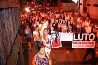 Parentes e amigos protestam uma semana após morte de advogada em Mineiros - Jovem de 25 anos foi achada morta baleada após tiroteio entre agentes da PRF e bandidos que haviam roubado seu carro.