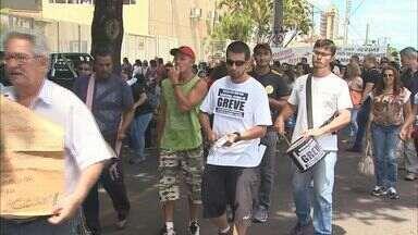 Servidores municipais de Franca, SP, entram em greve - Escolas e postos de saúde amanheceram fechados.