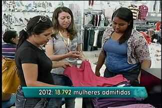 Cai o número de mulheres desempregadas no país no ano passado, se comparado a 2012 - É a menor taxa de desemprego total registrada desde o ano de 2000