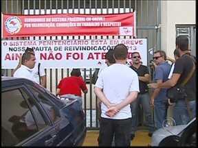 Polícia Civil prepara força-tarefa para transferências de presos no noroeste paulista - A Polícia Civil prepara uma força-tarefa para realizar várias transferências de presos nos próximos dois dias. Os agentes penitenciários, em greve, prometeram interromper a paralisação por 48 horas.