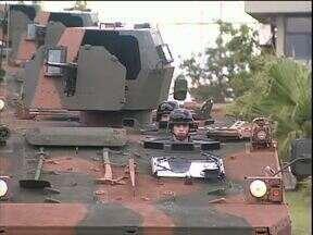 Exército recebe 13 veículos blindados - Equipamento será usado em operações de fronteira, os equipamentos são fabricados no Brasil.