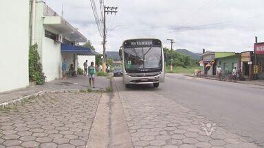 Motoristas e cobradores protestam em Peruíbe, SP - Motoristas e cobradores de ônibus, em Peruíbe, protestaram contra a falta de segurança nesta segunda-feira (24).