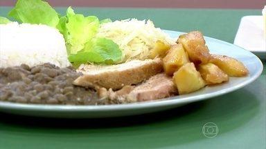 Brasil tem diversidade de alimentos típicos e saudáveis - No Paraná, é muito comum consumir carne de porco. Em Belém, o destaque é para o açaí, que pode ser muito calórico, mas nutritivo.