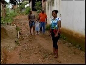 Blitz do MG: Moradores de Fabriciano reclamam das condições de uma rua na cidade - População do bairro Santa Cruz pede melhorias do local.