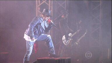 Guns n' Roses se apresenta em Brasília - A apresentação desta terça-feira (25) foi no ginásio de esportes Nilson Nelson. Cerca de 11 mil fãs apareceram para cantar e dançar os clássicos da banda.