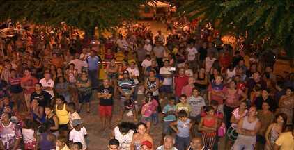 População de Cabedelo foi às ruas para exigir que vereadores votem sobre shopping - Vereadores não aparecem na Câmara desde votação que resultou na proibição da construção do shopping.
