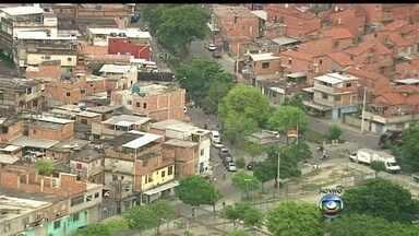 Clima é de tranquilidade no Complexo da Maré - Os moradores da Maré, que neste domingo (30) viram a comunidade ser ocupada pelos policiais, voltaram à rotina. Equipes do Bope fazem revezamento no patrulhamento das favelas.