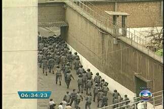 Justiça realiza júri de mais 15 PMs acusados por mortes no Carandiru - A Justiça retomará nesta segunda-feira (31), a partir das 9h, a última etapa do julgamento de policiais militares acusados pelo massacre do Carandiru, ocorrido em outubro de 1992. Os jurados vão ouvir 11 testemunhas e julgar 15 réus.