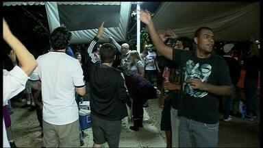 Clientes protestam pelo fechamento de um bar na Asa Sul - No domingo (30), houve protesto por causa do fechamento de um bar na Asa Sul. O estabelecimento foi interditado por excesso de barulho.