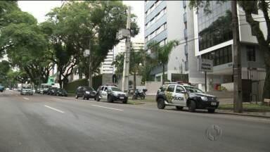 Bandidos invadiram prédio dos juizados especiais ontem em Curitiba - O local não tem câmeras de segurança.