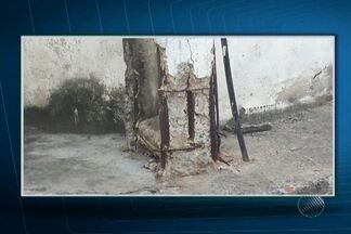 Telespectador envia fotos de postes em más condições na Av. Pinto de Aguiar - Segundo a Coelba, os postes serão trocados até a próxima quarta-feira (02).