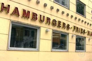 Ladrões fazem arrastão em lanchonete dos Jardins - O assalto aconteceu na hamburgueria da Alameda Lorena. Quatro ladrões roubaram objetos e dinheiro dos clientes.