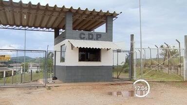 Agentes apreendem 11 celulares no CDP de São José dos Campos, SP - Seis aparelhos foram encontrados nas marmitas dos presos. Outros cinco celulares foram localizados no pátio da unidade prisional.