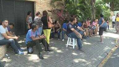 Onze postos funcionam no Recife no último dia para cadastramento biométrico - Filas gigantescas se formam nos locais.
