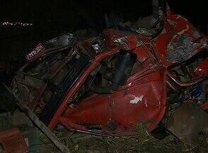 Acidentes no interior de Pernambuco deixam três pessoas mortas - Acidentes aconteceram em Agrestina e em São Joaquim do Monte. No primeiro caso, a vítima pilotava moto que foi atingida por um carro. No segundo, o motorista teria perdido controle do caminhão e caído em uma ribanceira.