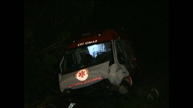 Ambulância do Samu que socorria vítima de acidente se envolve em batida - Foi próximo a Francisco Beltrão, sete pessoas ficaram feridas.