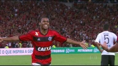 Sporting pede mais e Elias não retorna ao Brasil - Volante era desejado por Corinthians e Flamengo.