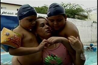 Atividades esportivas ajudam crianças no tratamento do autismo - Uma das atividades esportivas que auxilia no tratamento é a natação, que tem ajudado dois irmãos em Petrolina.
