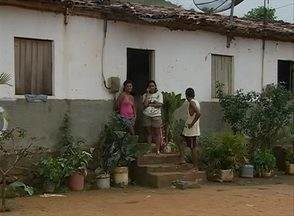 Polícia prende suspeito de violentar e matar menina de sete anos em Xexéu - Segundo delegado, homem também teria violentado uma irmã da menina. Suspeito era vizinho das vítimas e foi encaminhado ao presídio de Palmares.