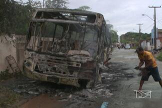 Moradores do Gapara queimam ônibus durante protesto - Os manifestantes bloquearam as vias de acesso à comunidade do Maracanã, na área Itaqui-Bacanga, para pedir melhorias no transporte coletivo da região.