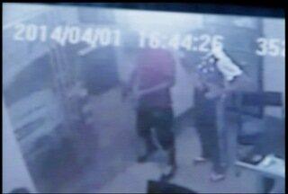 Rastreadores em celulares ajuda polícia encontrar suspeitos de assalto em Montes Claros - Suspeitos foram encontrados cerca de uma hora e meia após o crime.