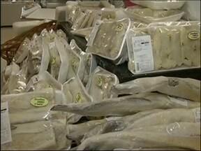 Venda de bacalhau deve crescer 10% durante a quaresma e Páscoa - Nesta Páscoa os donos de supermercados esperam um crescimento de até 10% no consumo do bacalhau. Tudo por conta da quaresma, quando muitos fiéis católicos deixam de comer carne vermelha por quarenta dias.